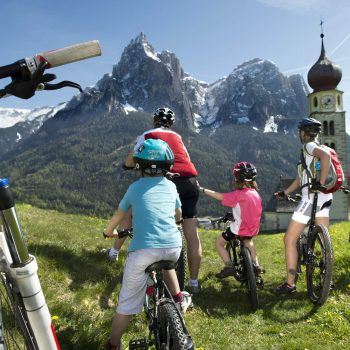 Mountainbiken in Seis am Schlern zum schönen Kirchlein St. Valentin
